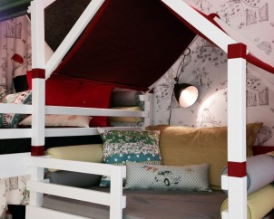 Les enfants adorent grimper et se nicher sous les petits toits confortables.